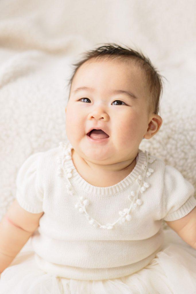 赤ちゃんの笑い顔