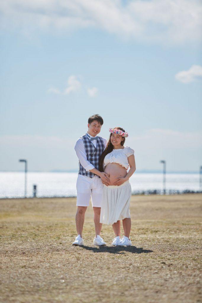 夫婦ともうすぐ生まれてくるお腹の中の赤ちゃん